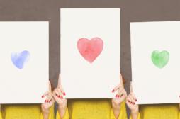תמונה עם שלט של לב
